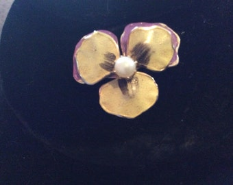 """Very nice purple and yellow pansy flower brooch 1"""" gold tone in great condition very cute"""