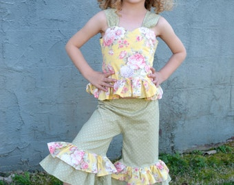 Flowered shirt and ruffle capris