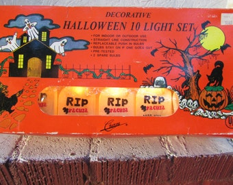 10 RIP Dracula Grave Stone String Lights. Vintage New/Old Stock. Excellent Working Condition. IOB In Original Box. NOS