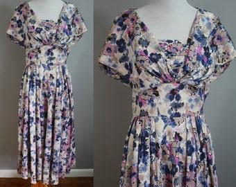 1950's Dress // Floral Novelty Print // Medium