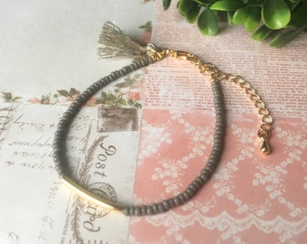 16k goldplated seed beads bracelet with tassel - Warm grey