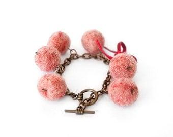 """Felted /Wool bracelet """"Grape"""""""