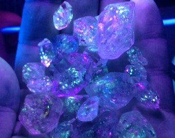 beautiful UV petroleum diamond quartz from Baluchistan. 50 gram random scoop.