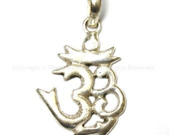 Tibetan Silver Plated Om Pendant - Om Aum Ohm Mantra Charm Pendant - Yoga Jewelry - WM2587