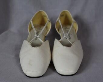 Vintage FANFARES white 80s heels