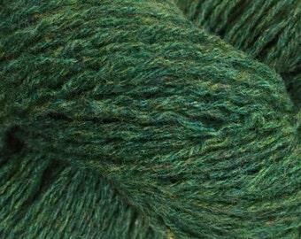 Upcycled green lambswool yarn