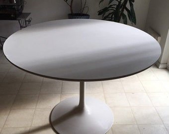 WAREHOUSE SALE 35% OFF Vintage Mid Century Modern White Steel Saarinen-style dining table base with white laminate top.