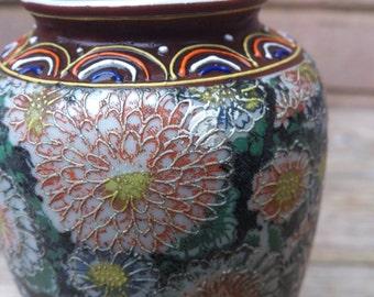 Vintage chrysanthemum patterned small vase