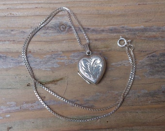 vintage sterling silver heart shaped locket and chain