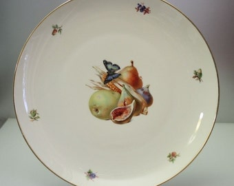 Old, VERY LARGE Rosenthal plate with fruit decor (diameter about 33 cm). Decor: Various (autumn) fruit and a butterfly. Vintage