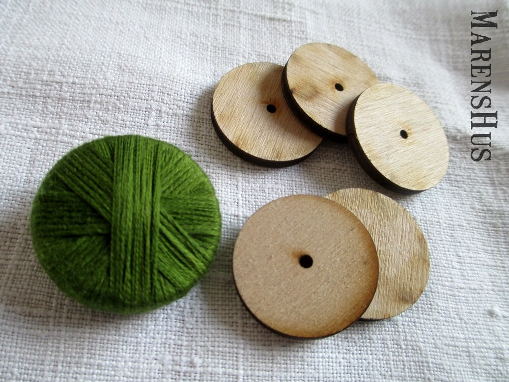 5) Round button: Ch4 and ss in first ch to make a ring. Ch3 (counts as a tr), work 15tr in ring. Ch3 (counts as a tr), work 15tr in ring. Break off yarn, leaving a long yarn tail; thread this through a yarn needle.
