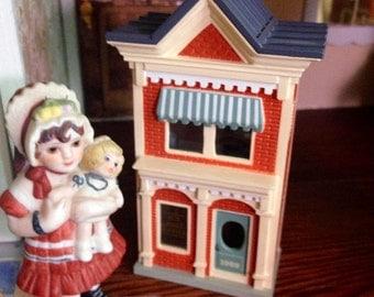 Tiny dollhouse