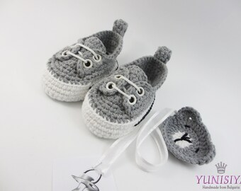 Grey baby shoes, gray soft sole shoes, gray moccasins, crochet baby booties, baby boy loafers, gray newborn prop BB116