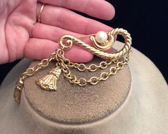 Vintage Large Goldtone Faux Pearl Dangling Charms Chains Pin
