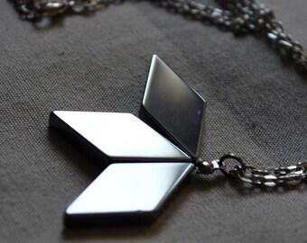 Necklace geometric lozenges in hematite, grey.