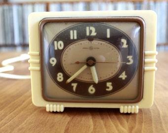 Vintage General Electric GE 40s 50s Old Hollywood Art Deco Electric Bedside Alarm Clock