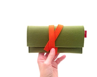 Travel wallet, felt wallet, unisex wallet, green wallet, minimalist wallet.