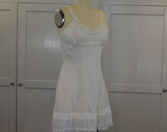 Montagut French White Negligee Size 44