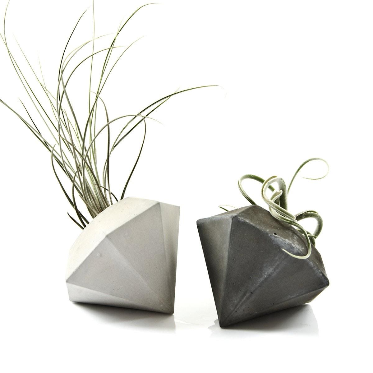 Concrete diamond air plant vase cement diamond air plant for Air vase