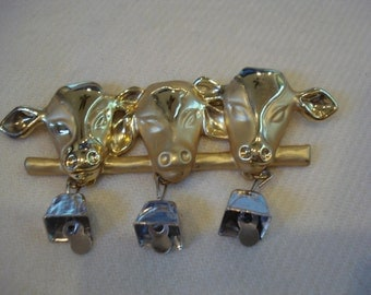 Cows With Bells Pin Dairy Brooch Holstein Milk Farm Gold Tone Vintage A+++ condition