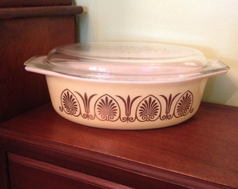 """Vintage Pyrex Golden Classic 045 Promotional 2 1/2"""" Quart Casserole with Gold Scroll Lid 1962"""