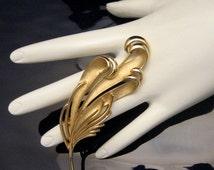 CROWN TRIFARI Vintage Brooch Pin Mid Century Large Curled Leaf Matte Goldtone Elegant