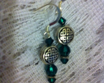 Emerald and silver pierced earrings with Celtic knotbeads.