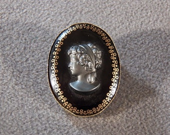 Vintage Gold Tone Black Glass Cameo Pin Brooch, A Sophisticated Elegant Piece!~~    **RL