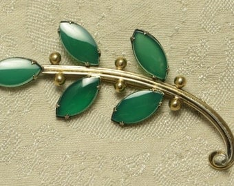 Lovely Art Deco era sterling silver green chrysoprase open back stone leaf spray pin brooch