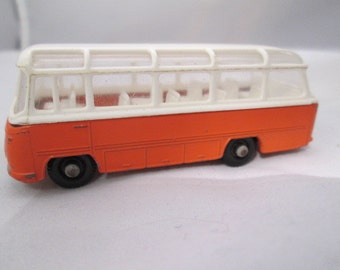 Lesney Matchbox 1966 #68 Mercedes Coach Bus 1:64th scale