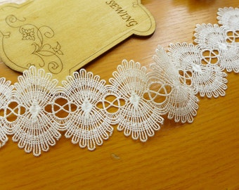Venice Lace White Scalloped Lace Trim for Altered Couture, Lace Necklace, Jewelry or Garment