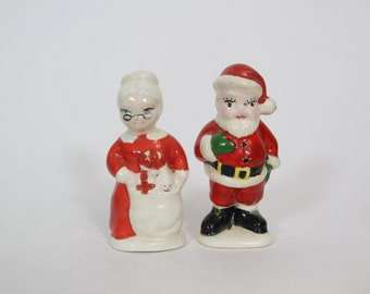 Vintage Kitsch Santa and Mrs Claus Christmas Salt and Pepper Shakers