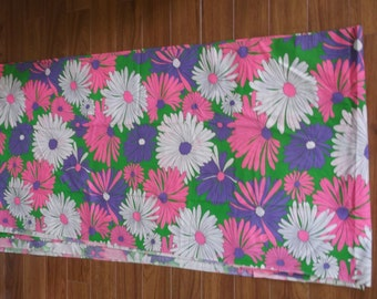 Vintage Fabric Green w/ White & Pink Daisies//5 yards uncut