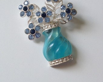 Beautiful vintage brooch lovely blue tones