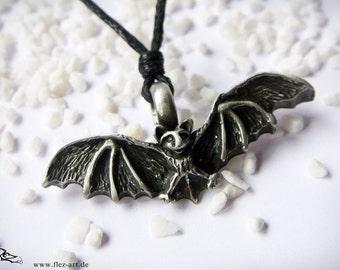 Bat necklace ( tin )
