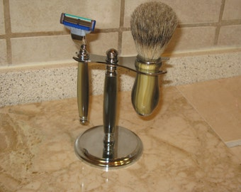 Shaving Set: Deluxe  Razor , Brush and stand in (  Alternate Horn Acrylic-- Chrome Finish with Decor Cup and Cap on Brush) includes Gift Box