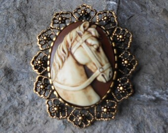 2 in 1 - Hand Painted Horse Cameo-  Brooch/Pin/Pendant -- Beautiful Detail and Great Quality!!!! Christmas, Holiday