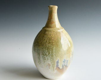 Bottle vase in porcelain