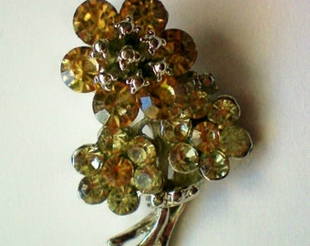 Pale Yellow Flower Bouquet Pin - 4484