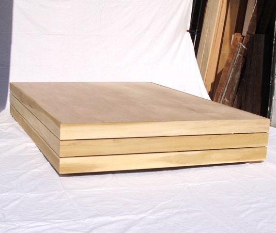 El minimalista cama estructura de cama de plataforma
