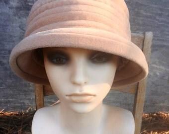 Vintage 70's Women's Beige Winter Bucket Hat