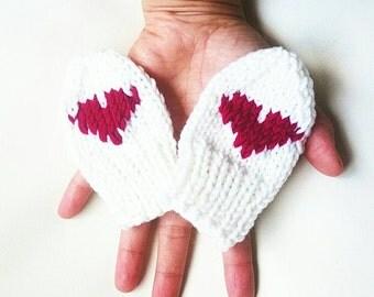 Little heart -baby girl organic mittens,newborn mittens,manoplas,baby girl gloves,newborn gloves,baby wearing,kidswear,newborn accesory.