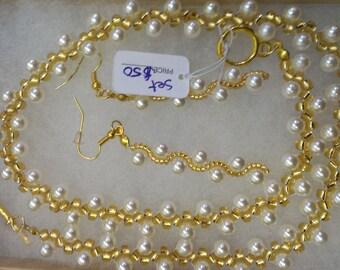 Gold & White Wavy Necklace Set
