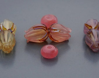Pearl / mother-of-pearl / glass / lampwork /flower beads / bud
