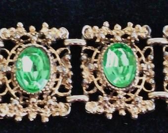 A Beautiful Vintage Gold Tone Rhinestone Bracelet
