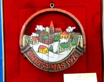 1976 Peace on Earth Hallmark Nostalgia Retired Ornament