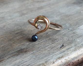 Question Mark Pin Conversion ring diamond black pearl