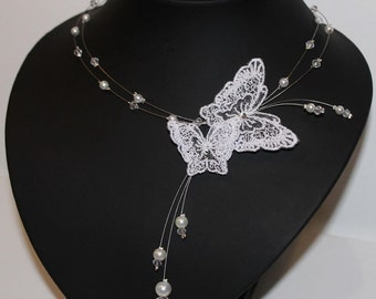 Necklace bridal white lace butterfly, glass beads and Swarovski crystals     Collier de mariée  papillons de dentelle blanche