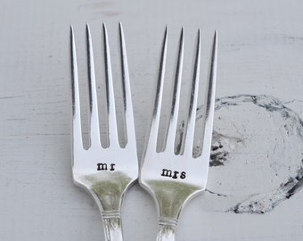 Wedding Cake Forks - mr & mrs Hand Stamped Vintage Forks - Engraved Wedding Forks - Wedding Gifts under 25 - Engagement Gift - Bridal Shower