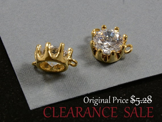 SALE - Round Circle Charm/ Gold Pendant/ Single Stone Pendant Pendant with Cubic Zirconia in Gold Plating - 2 pcs/ order